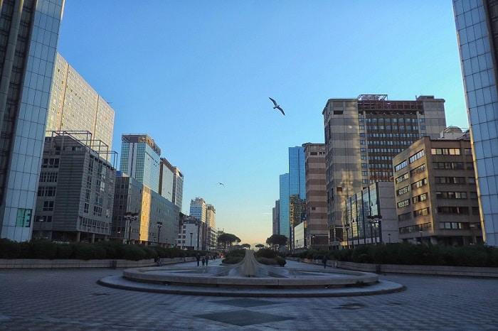 【チェントロディレツィオナーレ】日本人が設計に携わった現代的オフィス街 -Centro Direzionale-