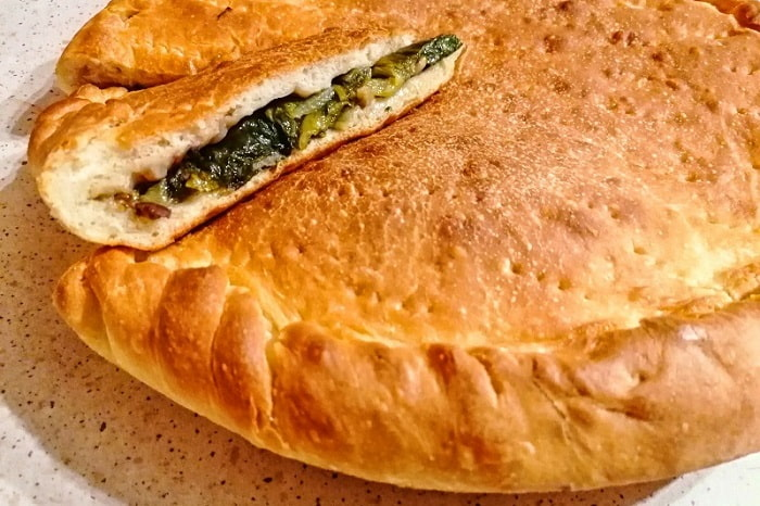 マンマの味!ナポリ風スカローラのピッツァのレシピ -Pizza di Scarola-