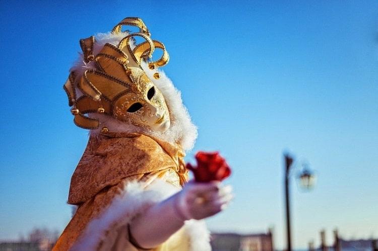 【カルネヴァーレ】カーニバルの本当の意味とイタリアでの祝い方-Carnevale-