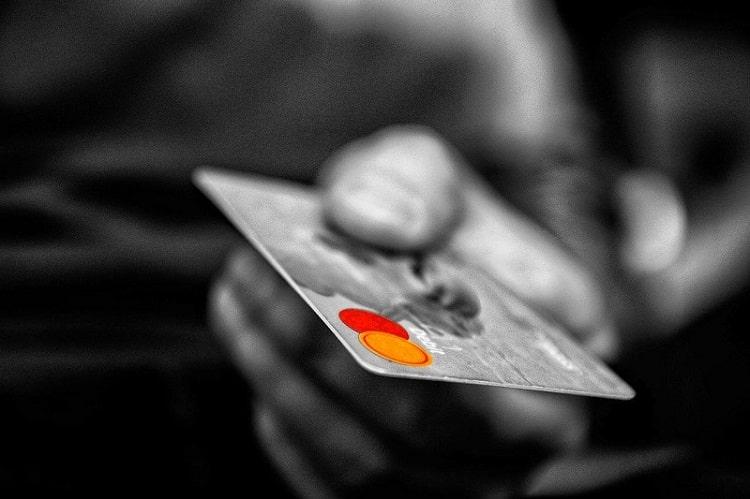 海外旅行にクレジットカードを持っていくメリットとオススメのクレジットカード