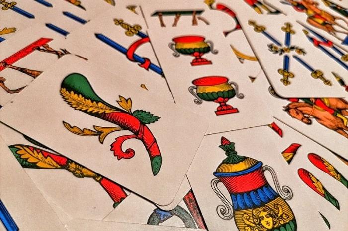 カルテナポレターネとは?ナポリに代々伝わるカードゲームについて -Carte napoletane-