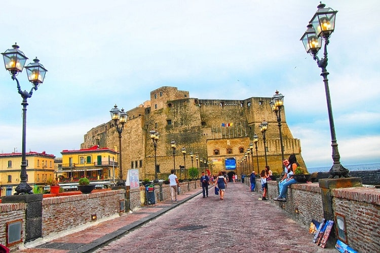 【卵城】ナポリの歴史が始まった土地に建つナポリ最古の城 -Castel dell'Ovo-