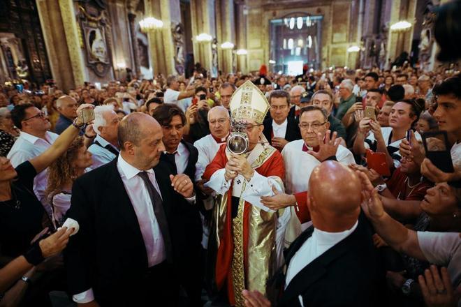 【サンジェンナーロ祭】ナポリの守護聖人サンジェンナーロを記念したミステリアスなお祭り -Festa di San Gennaro-