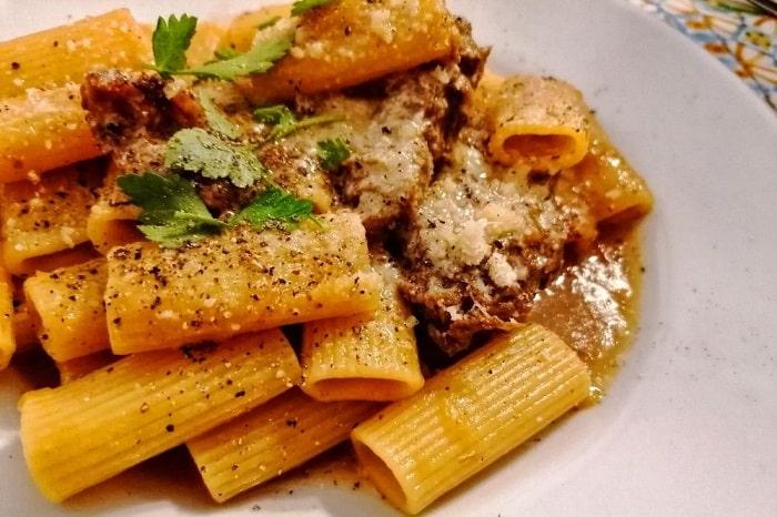 ナポリ風ジェノベーゼのレシピと由来 玉ねぎをたっぷりつかった伝統料理 -Pasta alla Genovese-