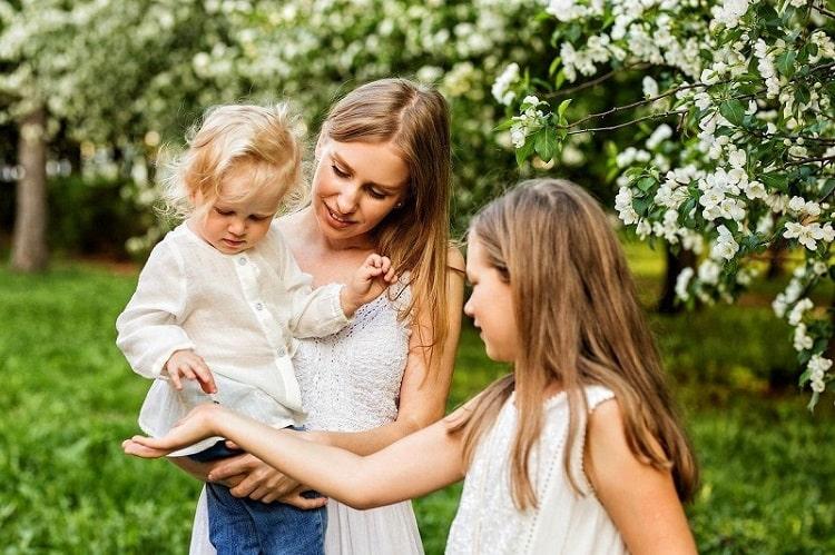 【母の日】母への感謝を表す記念日の成り立ちとイタリアでの歴史 -Festa della Mamma-
