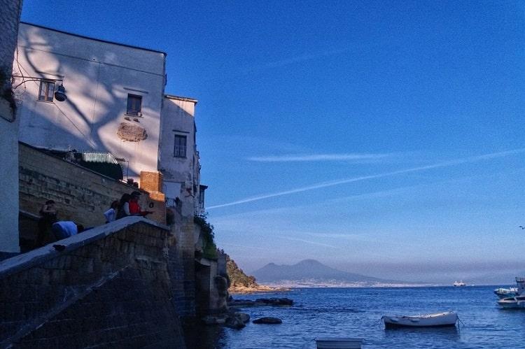 【マレキアーロ】ナポリの隠れ名所!ポジリポエリアの小さな港 -Marechiaro-