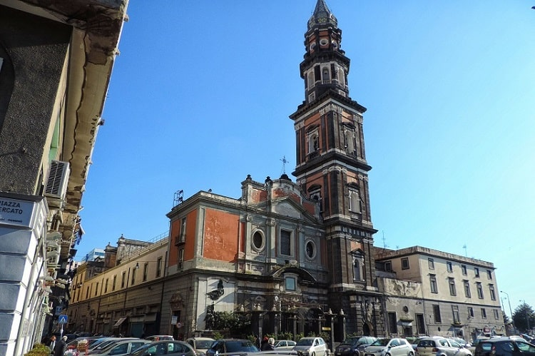 【メルカート広場とカルミネ広場】ナポリ市民の生活、反乱と革命の中心 -Piazza Mercato e Piazza del Carmine-