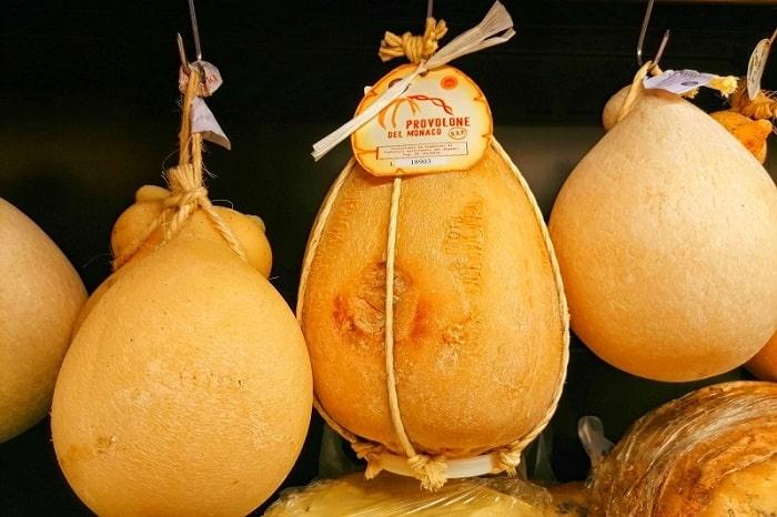 【プロヴォローネ デル モナコ】熟成されたコクとピリッとした舌触りのカンパニア州の特産チーズ -Provolone del Monaco-