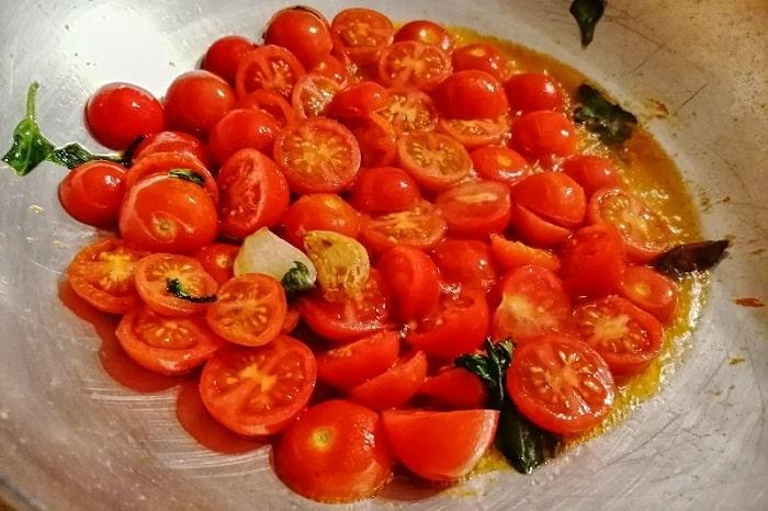 本場ナポリの日常的なトマトソースとは -Spaghetti al pomodoro fresco-