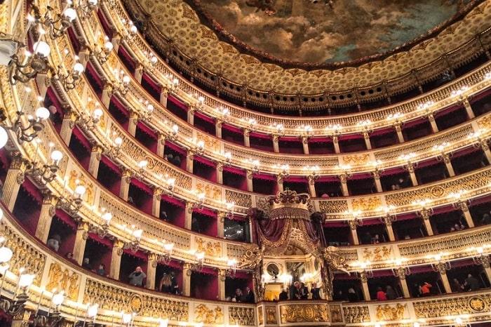 【サンカルロ劇場】音楽家の誰もが夢見たナポリの劇場 -Teatro San Carlo-