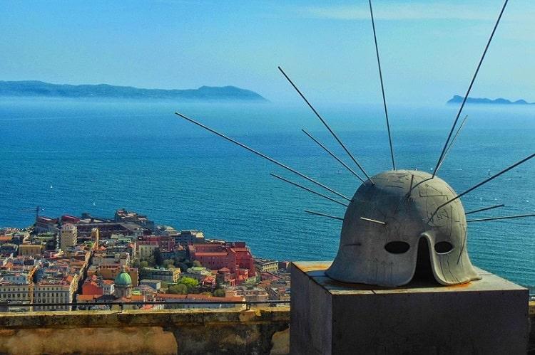 【サンテルモ城】ヴォメロの丘の頂にそびえ立つ中世の城 -Castel Sant'Elmo-