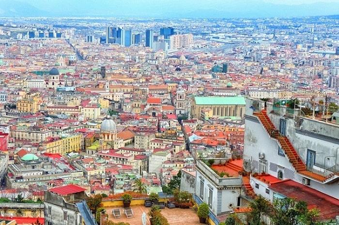 【スパッカナポリ】ナポリの歴史地区を真っ二つに分ける道 -Spacca Napoli-