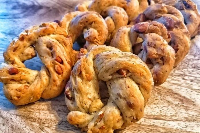 ナポリ風タラッリのレシピと歴史 サクッと香ばしい伝統的なナポリのおつまみ -Taralli Napoletani-