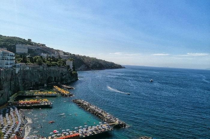 【メルジェリーナ港】ナポレターノが大好きな海沿い散歩スポット -Mergellina-