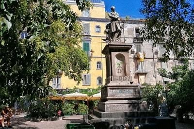 ベッリーニ広場