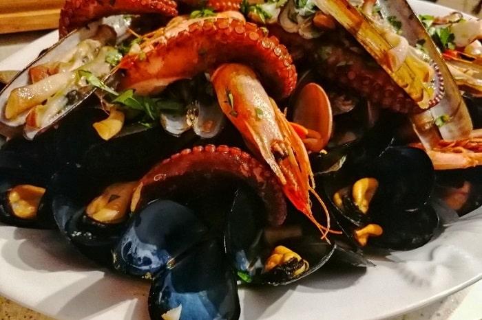 【ズッパ ディ コッツェ】ムール貝と魚介をふんだんに使ったナポリの伝統料理 -Zuppa di Cozze-