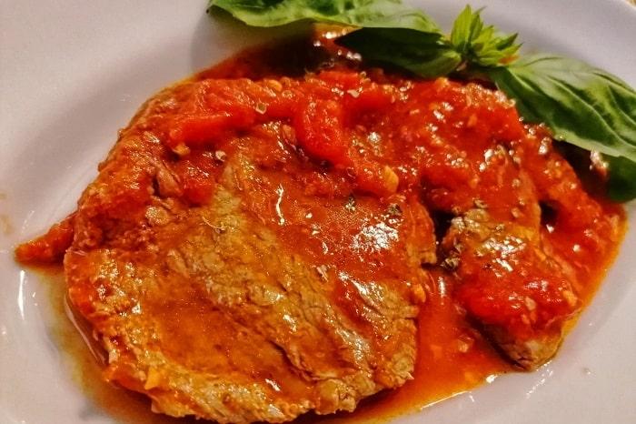 牛肉のピッツァイオーラ風のレシピ -Carne alla pizzaiola-