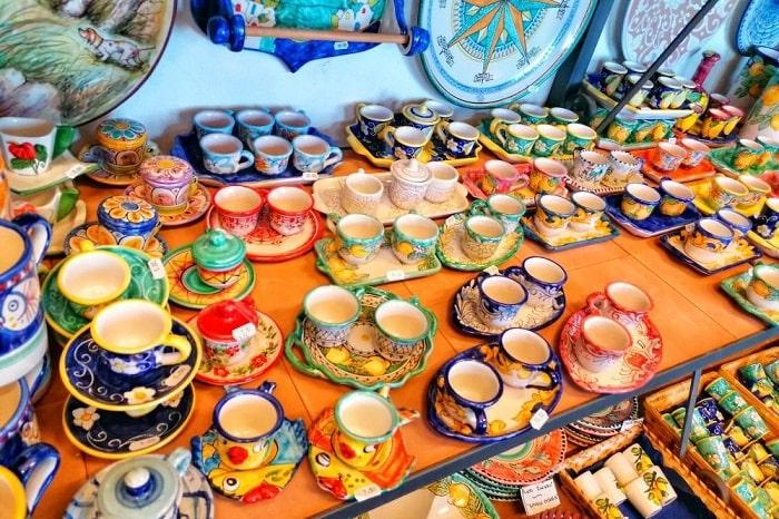 【ヴィエトリ陶器】カラフルな色合いとかわいらしいイラストが大人気のカンパニア州名産品 -Ceramica Vietrese-