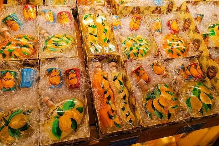 【リモンチェッロ】レモンの爽やかさと瓶が可愛らしい南イタリアの定番リキュール -Limoncello-